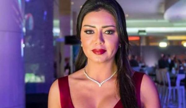 رانيا يوسف تنشر صور وأسماء المتحرشين بها