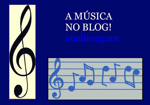 A imagem de fundo azul e nas laterais tem os símbolos musicais; A Clave de Sol e outras notas da partitura. Além disso tem a frase, a música no blog analiseagora.