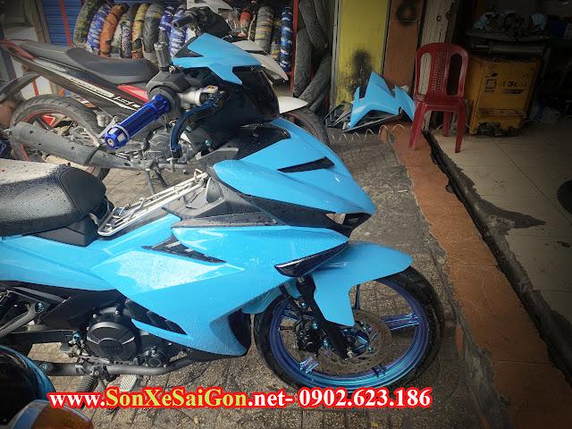 Mẫu sơn xe máy Exciter 150 màu xanh biển mâm titan ánh tím.