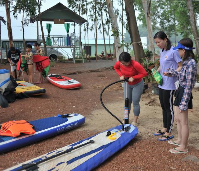 Training Hướng Dẫn Chèo SUP Trước Khi Xuống Hồ