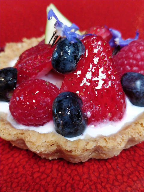 French fruit tart with Arla Fibre yoghurt