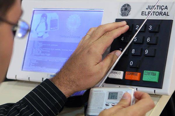 TSE começa teste de integridade em urnas eletrônicas de 2020
