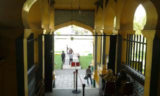 bayar 5000 masuk Istana Maimun