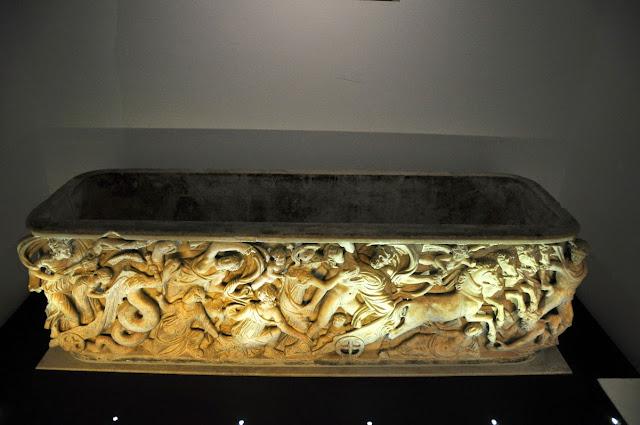 rzymski sarkofag Karola Wielkiego