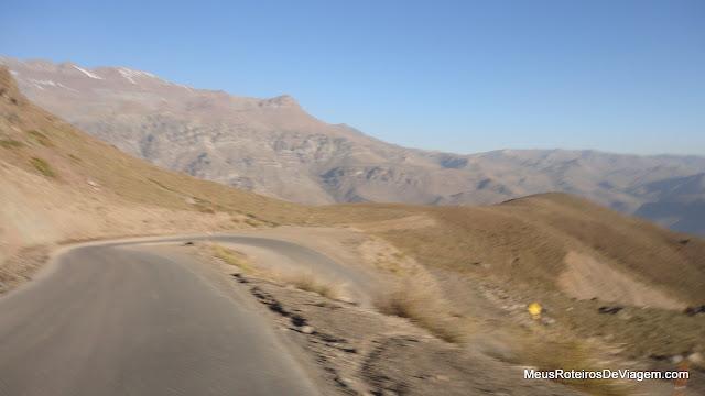 Descendo na estrada para o Valle Nevado