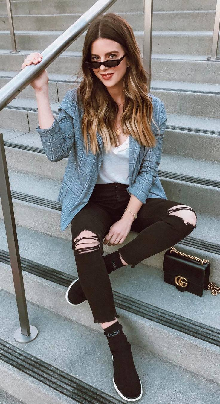 street style perfection / black rips + plaid blazer + sneakers + top + bag