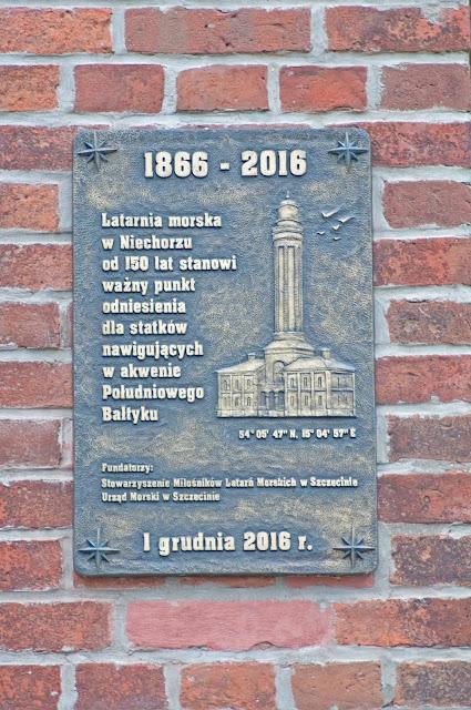 tablica pamiątkowa latarnia morska w Niechorzu