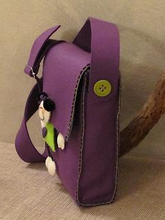 borsa tracolla in feltro con applicazione bimba cucita a mano