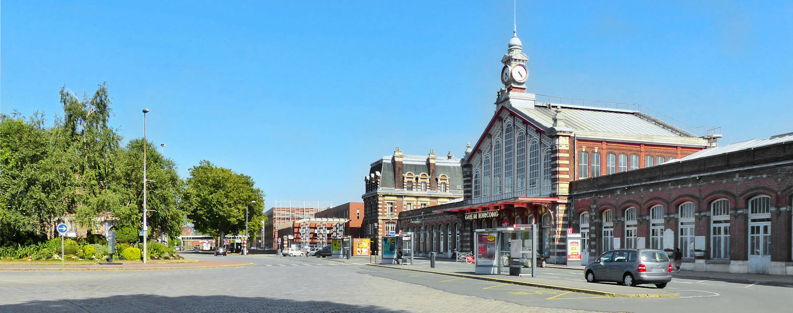 Gare de Tourcoing - Arrêts de Bus en face de la gare