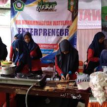 Milad I MBS HS: Siswa MAM Watulimo Buka Bazar Makanan