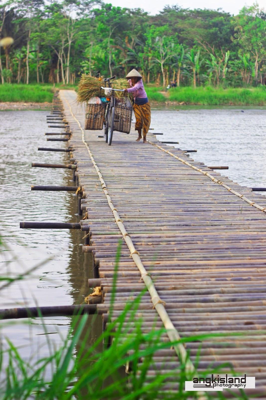 bayar jembatan bambu