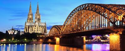 La Catedral de Colonia sobre el río Rin