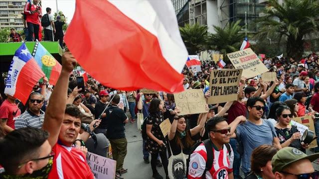 Piñera afirma haber escuchado el mensaje de masivas protestas