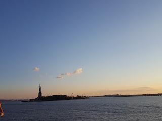 estatua de la libertad desde el mar