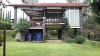 villa 3 kamar halaman luas