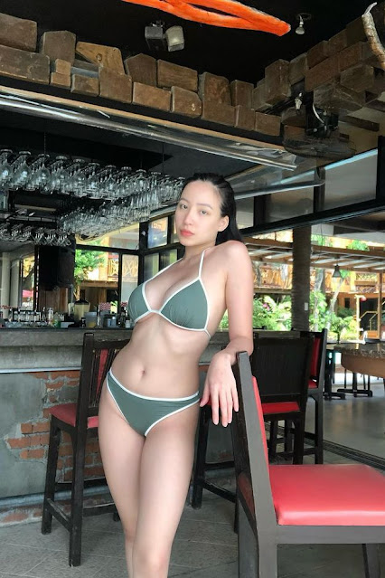 Hot and sexy big boobs photos of beautiful busty asian hottie chick Pinay booty model Kim Luz photo highlights on Pinays Finest sexy nude photo collection site.