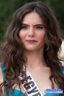 لارا دبانة (Lara Debbana)، عارضة أزياء مصرية