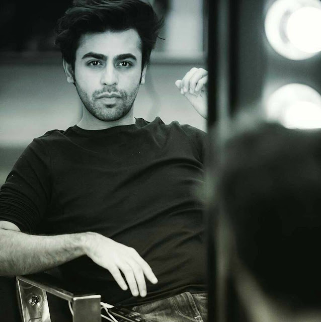 Farhan Saeed and urwa hocane, wife, age, wedding pics, family, pictures, marriage, father, parents, height, photos, all songs list, free all songs mp3 download, dramas, singer, roiyaan, sajna, new songs mp3 download, all songs, latest songs list, instagram, facebook