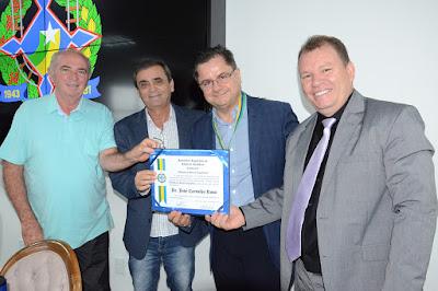 Comissão de Saúde entrega Medalha do Mérito Legislativo ao médico José Rosa
