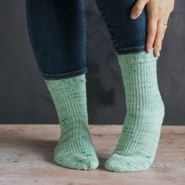 I don't know about you but I love the smooshy, slipped stitch heel on a sock. It creates extra thickness and just feels so warm and cosy.