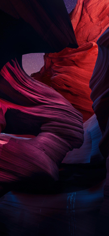 خلفية تشكيلات صخرية حمراء في الليل