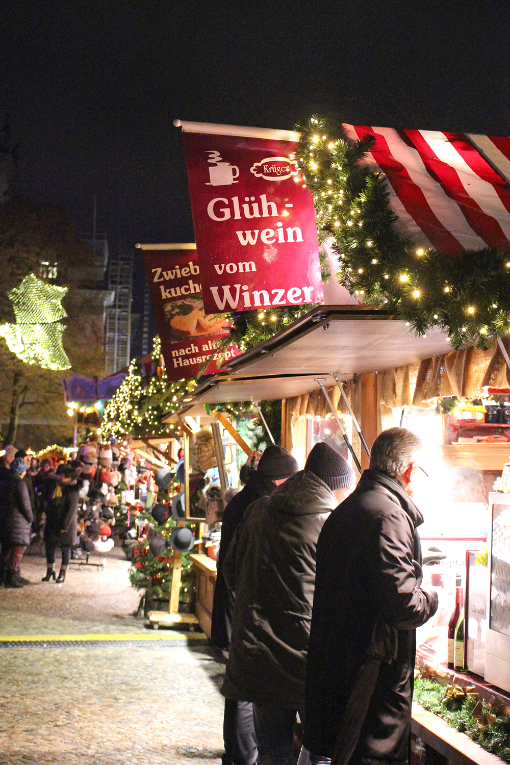 Gluhwein at the Christmas markets in Berlin - travel & lifestyle blog