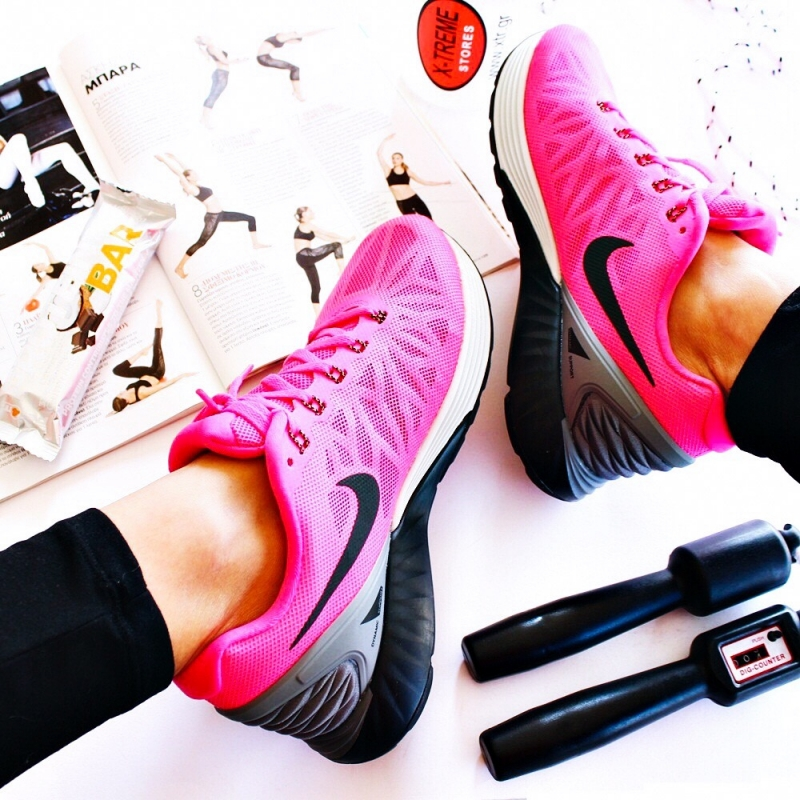 Fuchsia pink Nike women's sneakers running shoes.Pink Nike patike za zene.