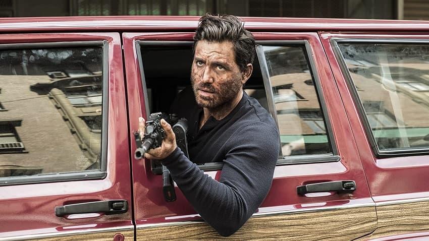 Рецензия на фильм «Последние дни американской преступности» - главный провал Netflix - 01