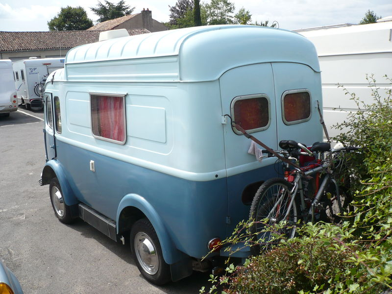 le camping car passe partout camping car renault go lette et voltigeur. Black Bedroom Furniture Sets. Home Design Ideas