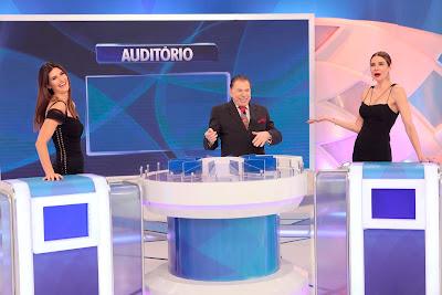 Isabela, o apresentador e Luciana (Crédito: Lourival Ribeiro/SBT)