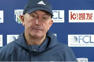 Pulis says Wenger will not leave Arsenal