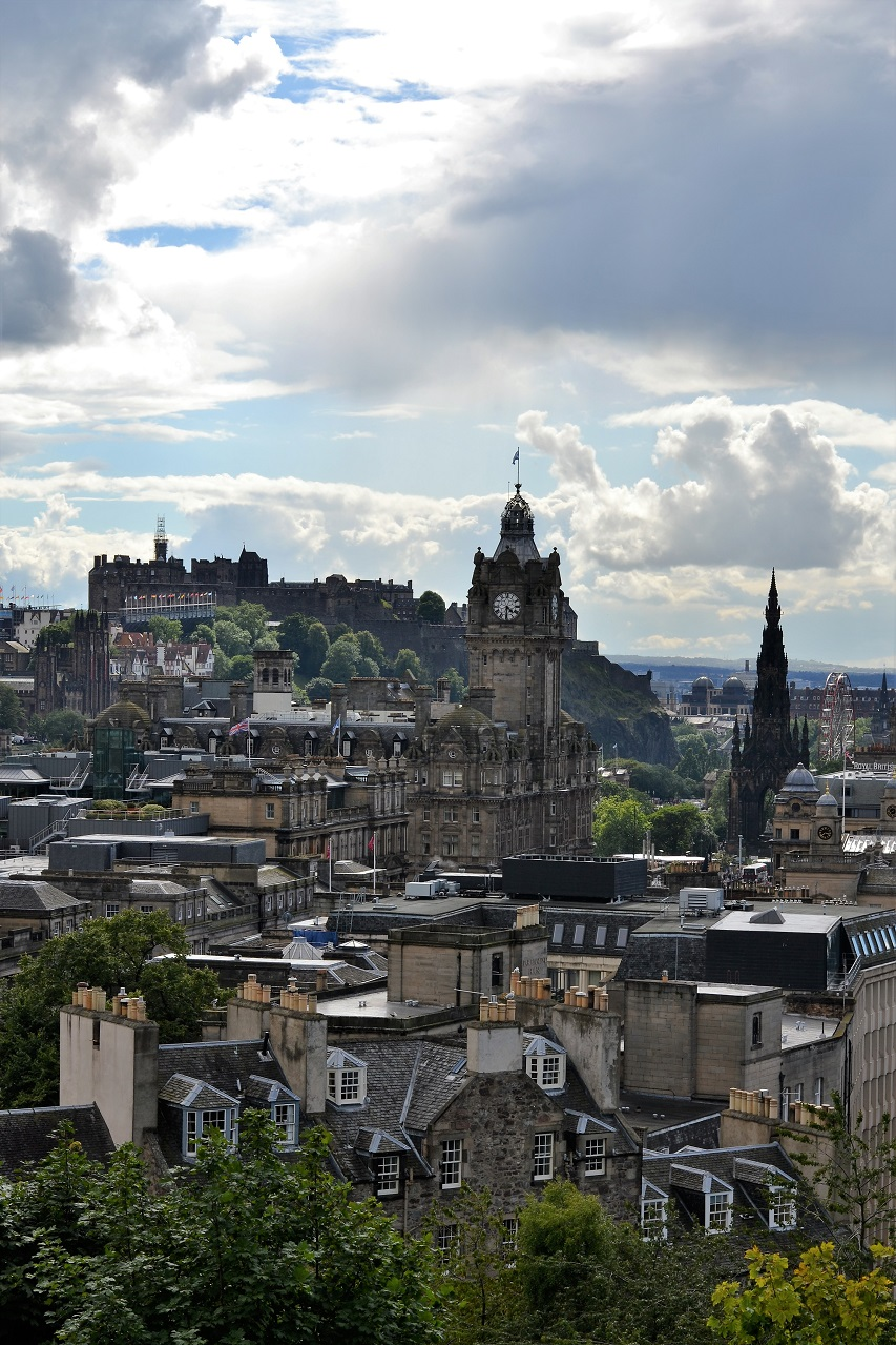 Edinburgh: The view from Calton Hill · Lisa Hjalt