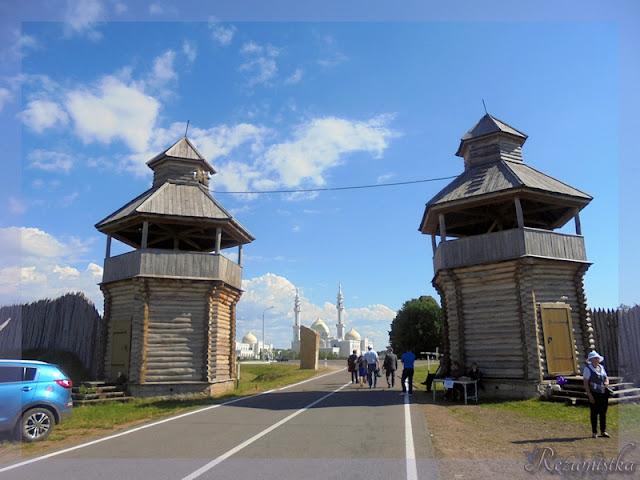 вход к белой мечети через южные ворота