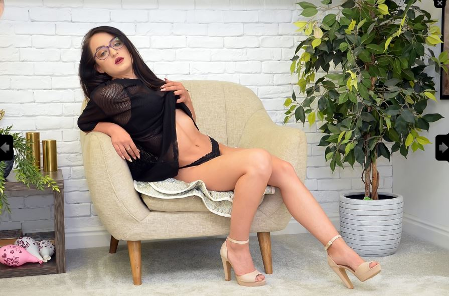 TinaTale Model Skype