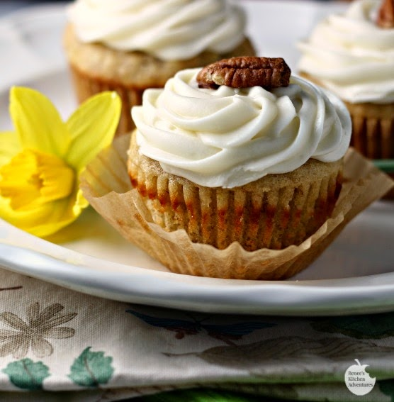Hummingbird Cupcakes | by Renee's Kitchen Adventures - Easy dessert recipe for delicious, fruity cupcakes!