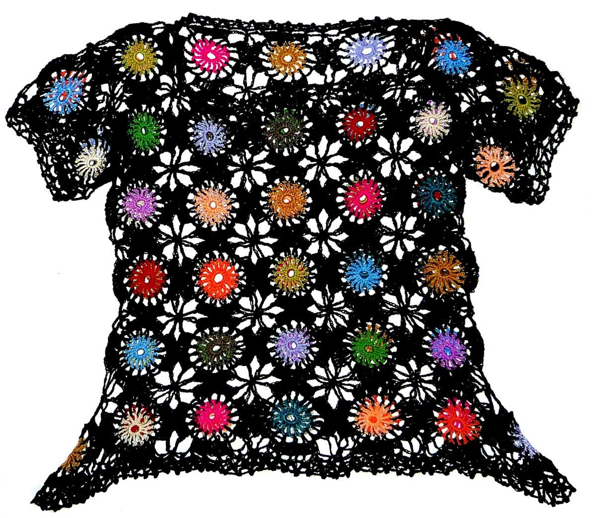 07274b5309 Tejidos Carmesí  Blusa tejida a crochet en hilos de colores negro ...