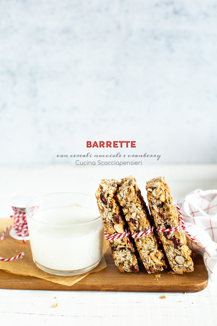 Barrette con cereali, nocciole e cranberry