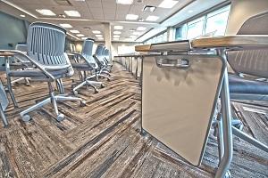 foto sedie e banchi dell'università