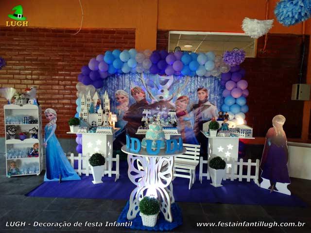 Decoração Frozen - Mesa do bolo para festa de aniversário