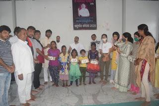 श्री मोहनखेड़ा महातीर्थ में आदि वीर पाठषाला के बच्चों को आवष्यक सामग्री कीट वितरण किया