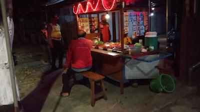 Polsek Ngasem : Operasi Yustisi, Patroli Gabungan TNI-Polri dan Satpol PP Kabupaten Kediri Sambangi Warung Kopi serta Angkringan