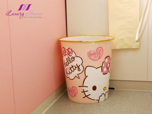 keio plaza hotel cute hello kitty trash bin