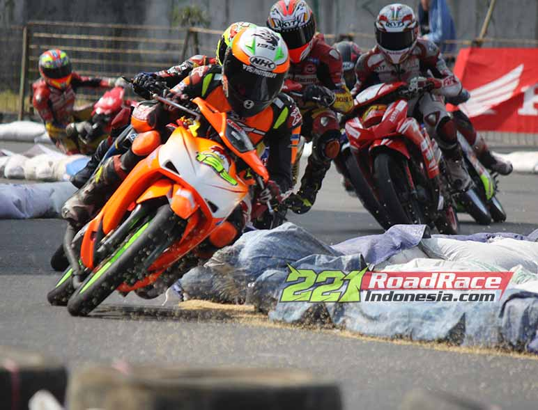 Road Race Super Moto 2015 Guncang Kediri