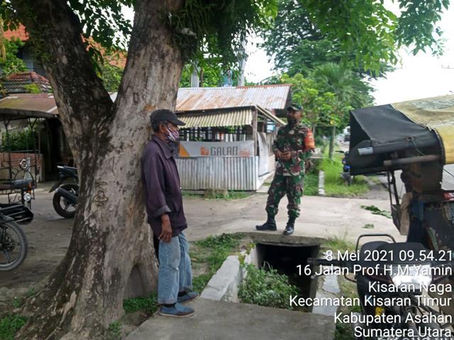 Dengan Cara Komsos Personel Jajaran Kodim 0208/Asahan Jalin Silaturahmi Dengan Tukang Becak