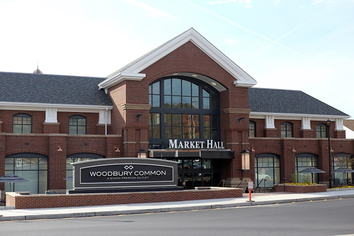 Holiday shopping, holiday gift shopping, outlet, shopping mall, simon preminum outlet, woodbury common outlet, fashion blog