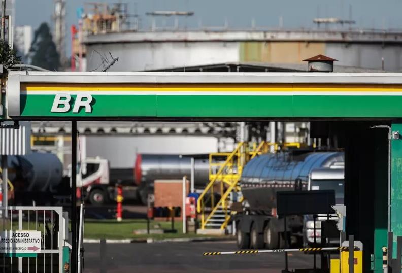 Gasolina e diesel estão mais baratos nas refinarias a partir de hoje - Portal Spy Notícias Juazeiro Petrolina