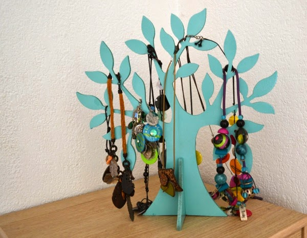 whimsical un arbre porte bijoux diy. Black Bedroom Furniture Sets. Home Design Ideas