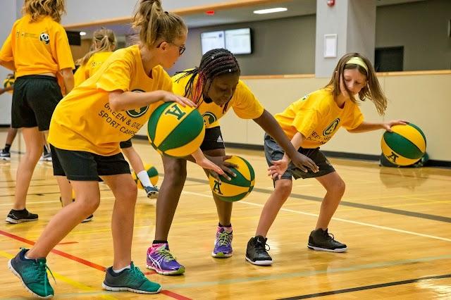 7 οφέλη των ομαδικών σπορ για τα παιδιά