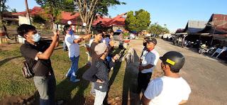 Dua Lembaga Ikatan Wartawan kabupaten Lingga AJOI dan IWO Turun Kejalan Membagikan Takjil