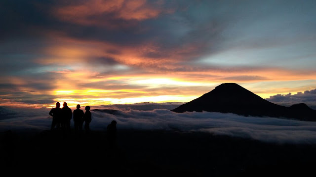 Golden Sunrise Bukit Sikunir Dieng, Sunrise Terbaik se-Asia Tenggara